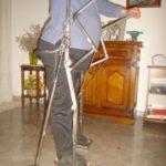 L'invenzione del fabbro Nunzio Casciaro permette al Portatore  di Handicap di Sollevarsi e Camminare